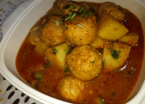 Chicken Kofta Curry Pakistani Food Recipe (With Video)