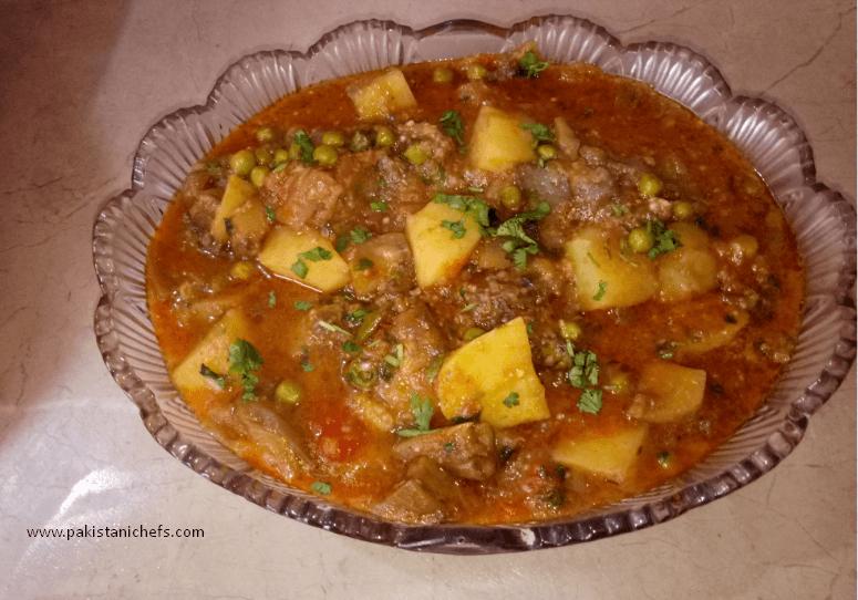 Delicious Aloo Baingan Pakistani Food Recipe (With Video)