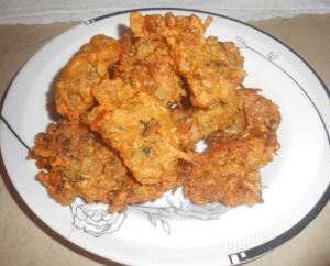 Delicious Spicy Crispy Pakora Pakistani Food Recipe (With Video)