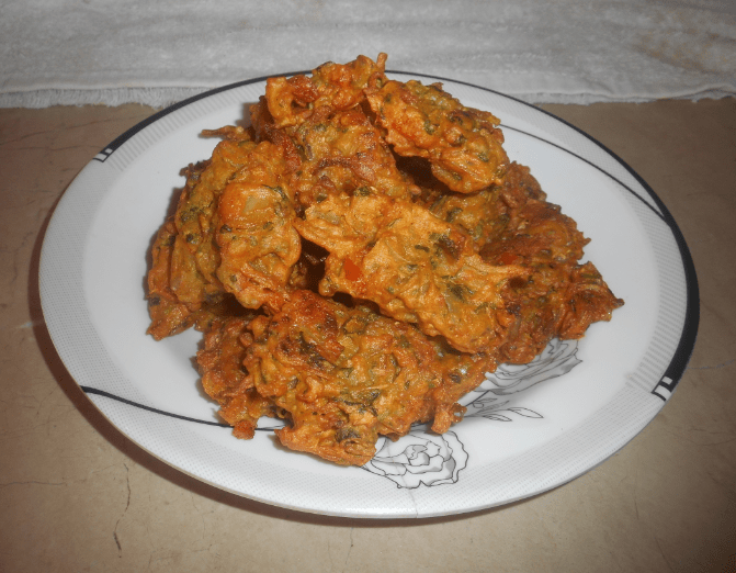 Delicious Spicy Crispy Pakora Pakistani Food Recipe (With Video)