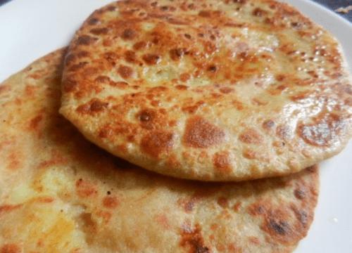 Delicious Aloo Ka Paratha Pakistani Food Recipe (With Video)