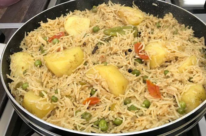 Easy & Tasty Aloo Matar Pulao Pakistani Food Recipe